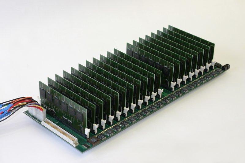 COPACOBANA-prototyp med FPGAer.